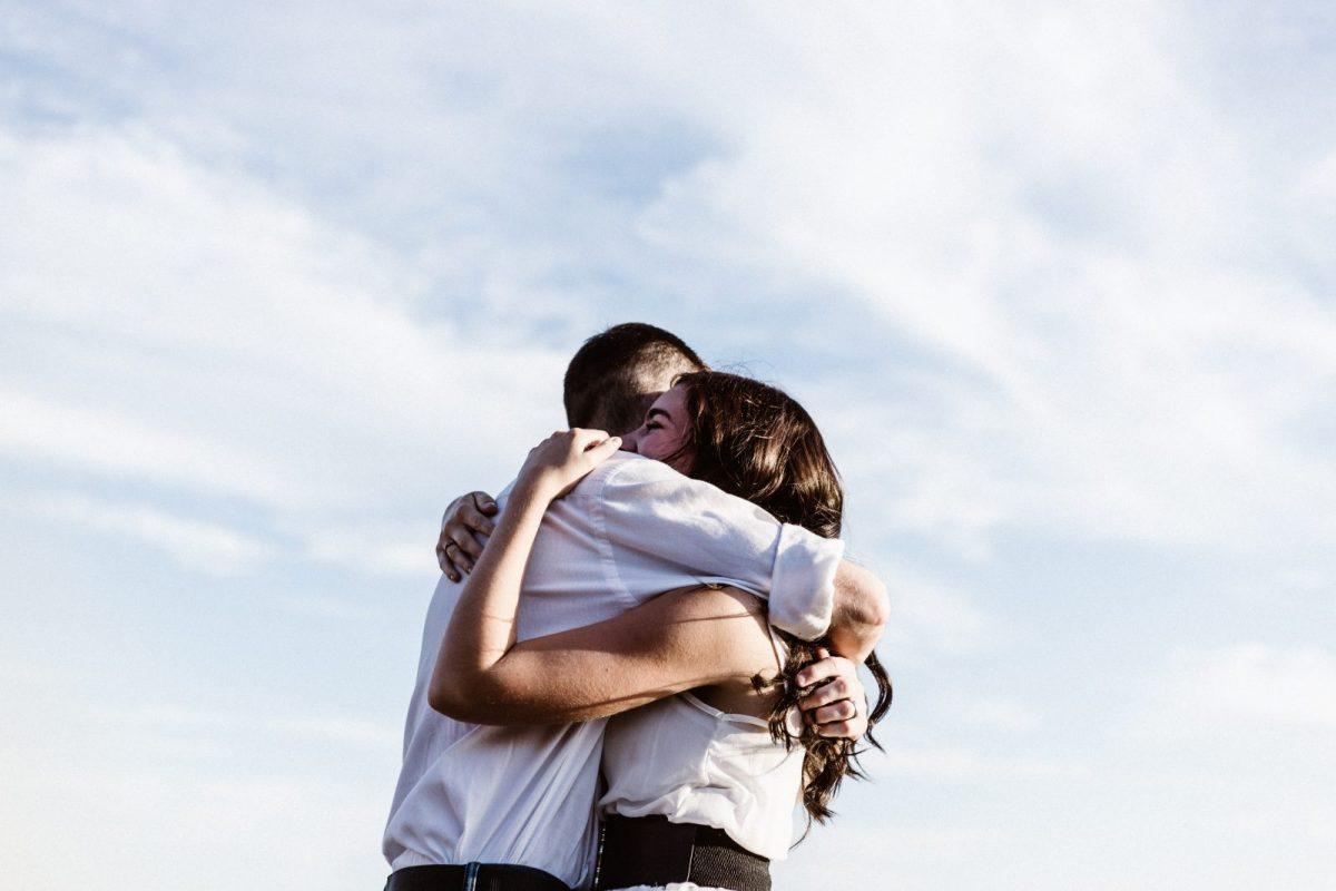 De ce să nu ne îmbrățișăm mai des?