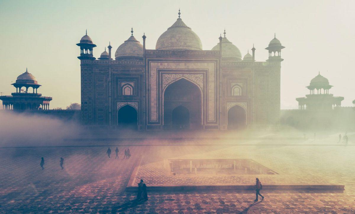 Trei luni în Nepal şi în India. Nişte 'timp în doi' mai aveţi?