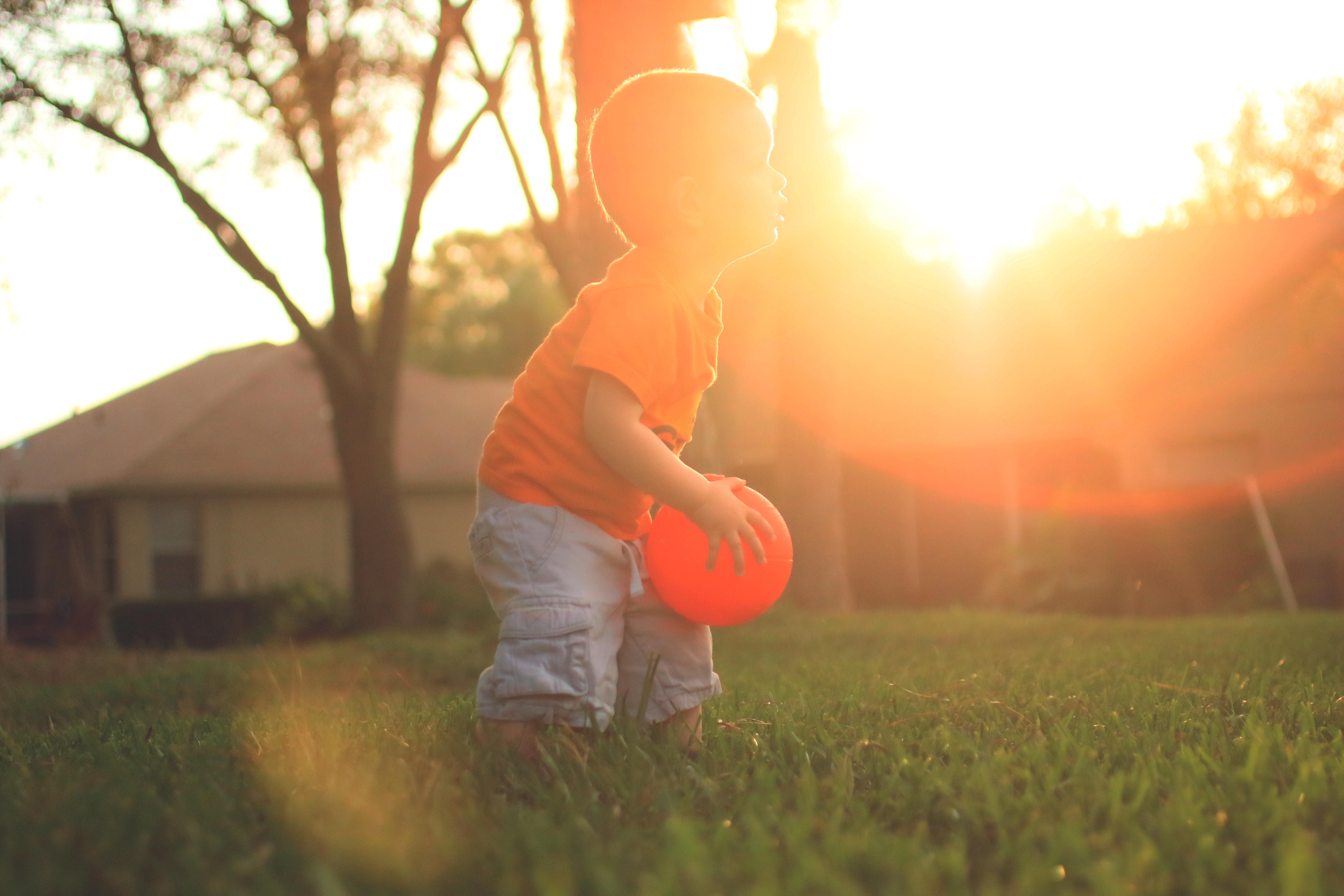 Da, mami, poți să bați mingea în casă!