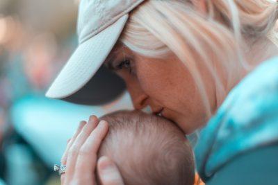 Paradoxul unei mame: să te bucuri că-l vezi cum creşte, dar să suspini că nu mai e bebeluş