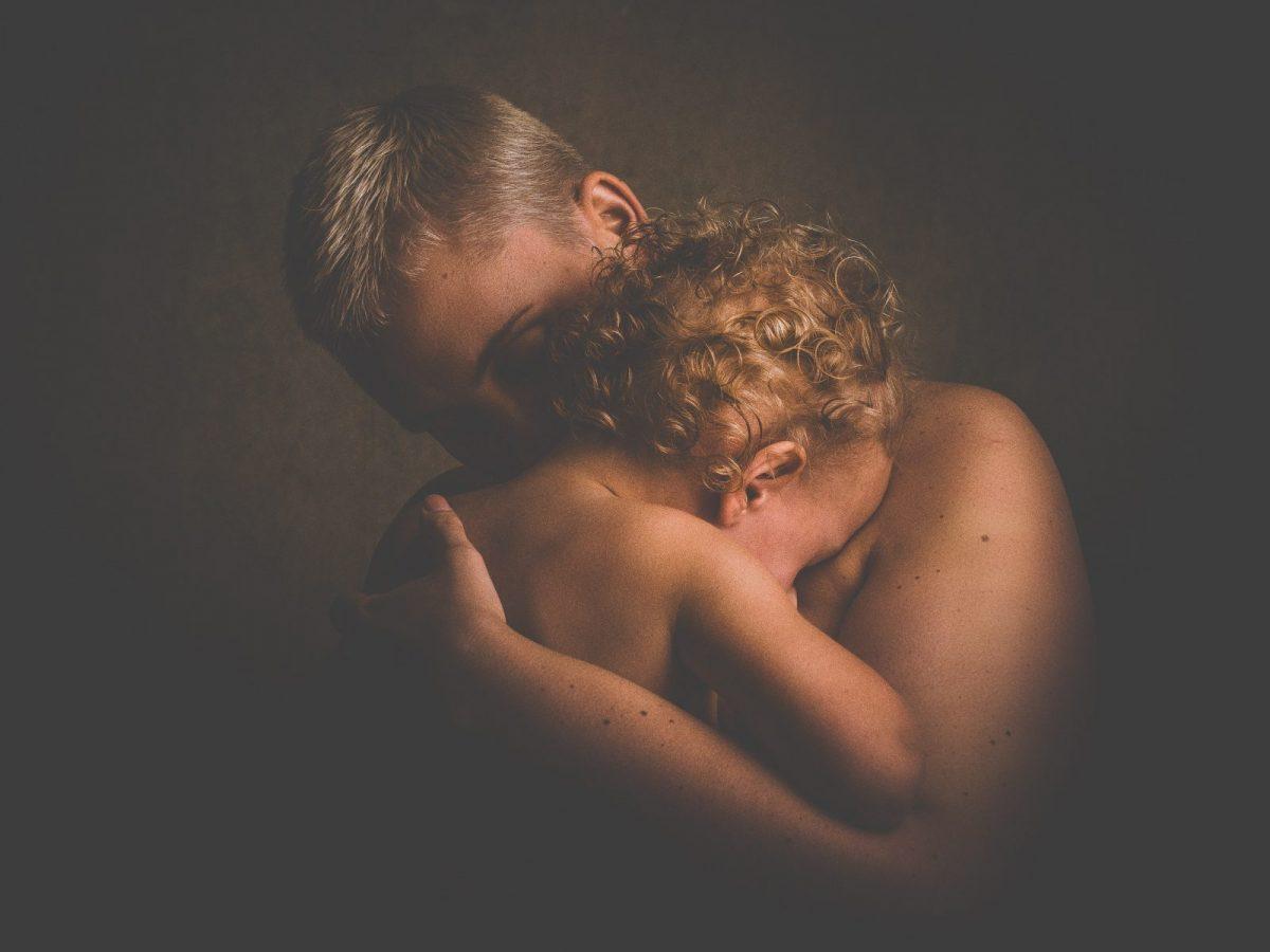 Iubire pantagruelică: îmi îndes copilul în suflet şi nu mă mai satur