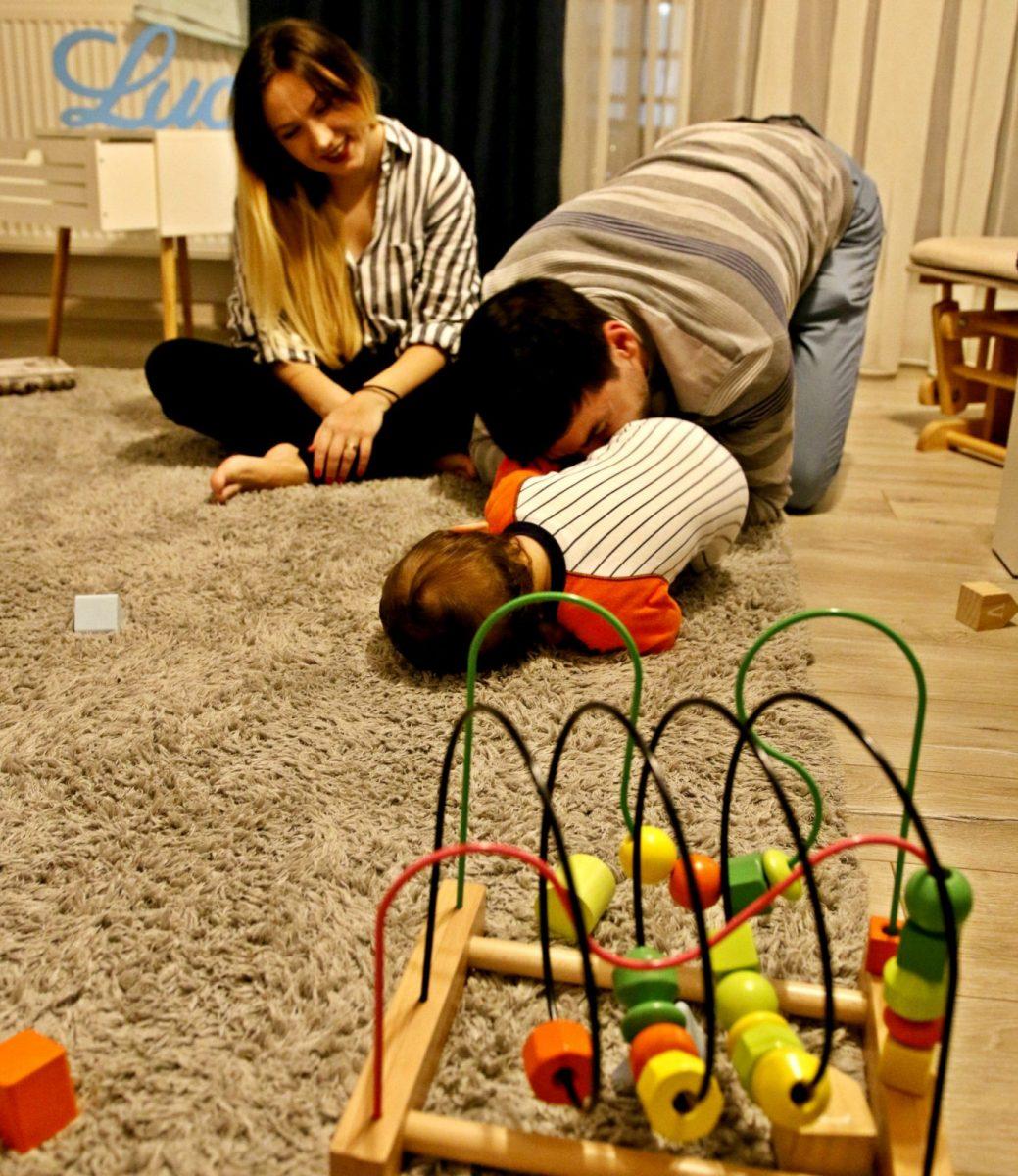 Părinţii sunt jucăria preferată a copiilor. Să nu le-o luăm din mâini