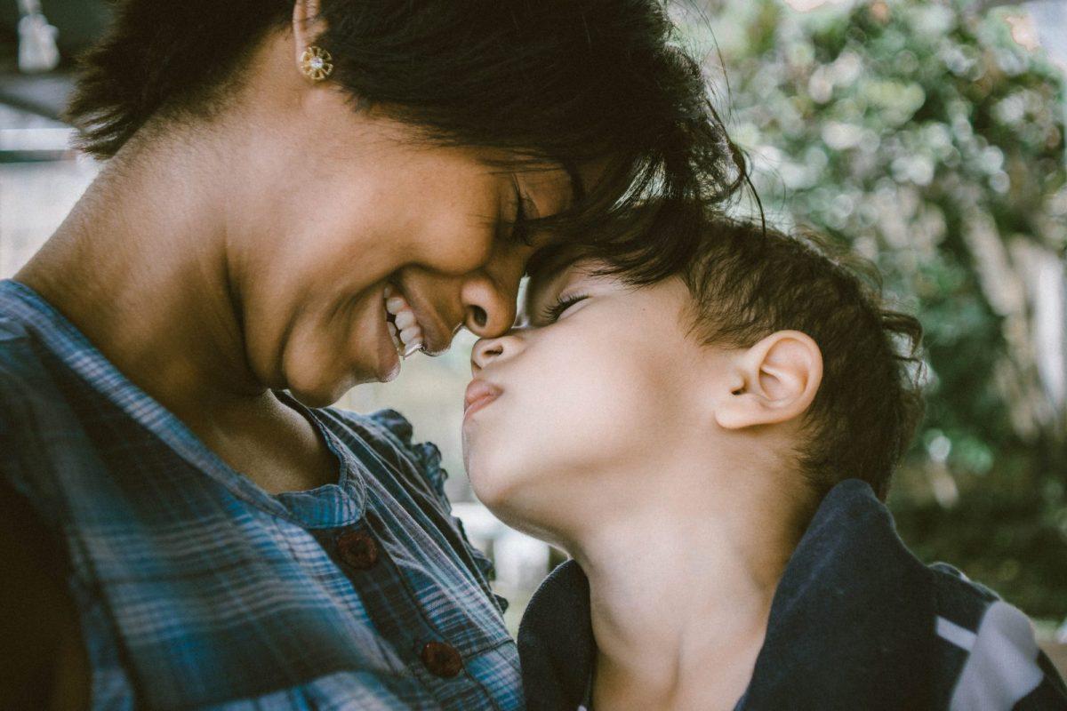 Ce înseamnă să fii mamă?