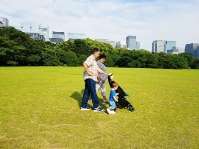 Copiii nu doar că ne luminează nouă viața, dar ajută bunicii să trăiască mai mult