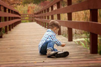 Copiii nu trebuie să calce pe urmele noastre. Ba chiar, noi trebuie să le facem punte pentru orice drum pe care îl aleg