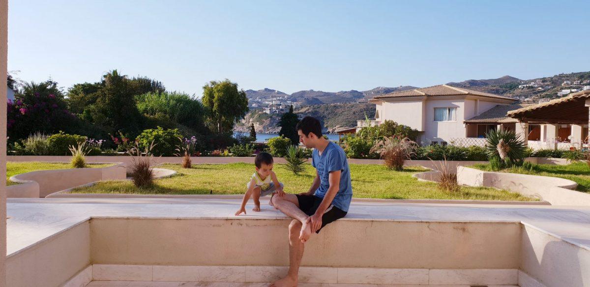 Tatăl nu dă viață copilului, dar poate să-i dea tot ce are el mai bun