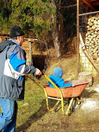 Războaiele dintre părinți şi bunici ar trebui să înceteze spre binele copiilor