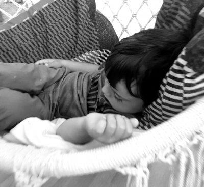 După ce tu-adormi, eu te mai privesc, te mai sărut şi te mai iubesc un pic…