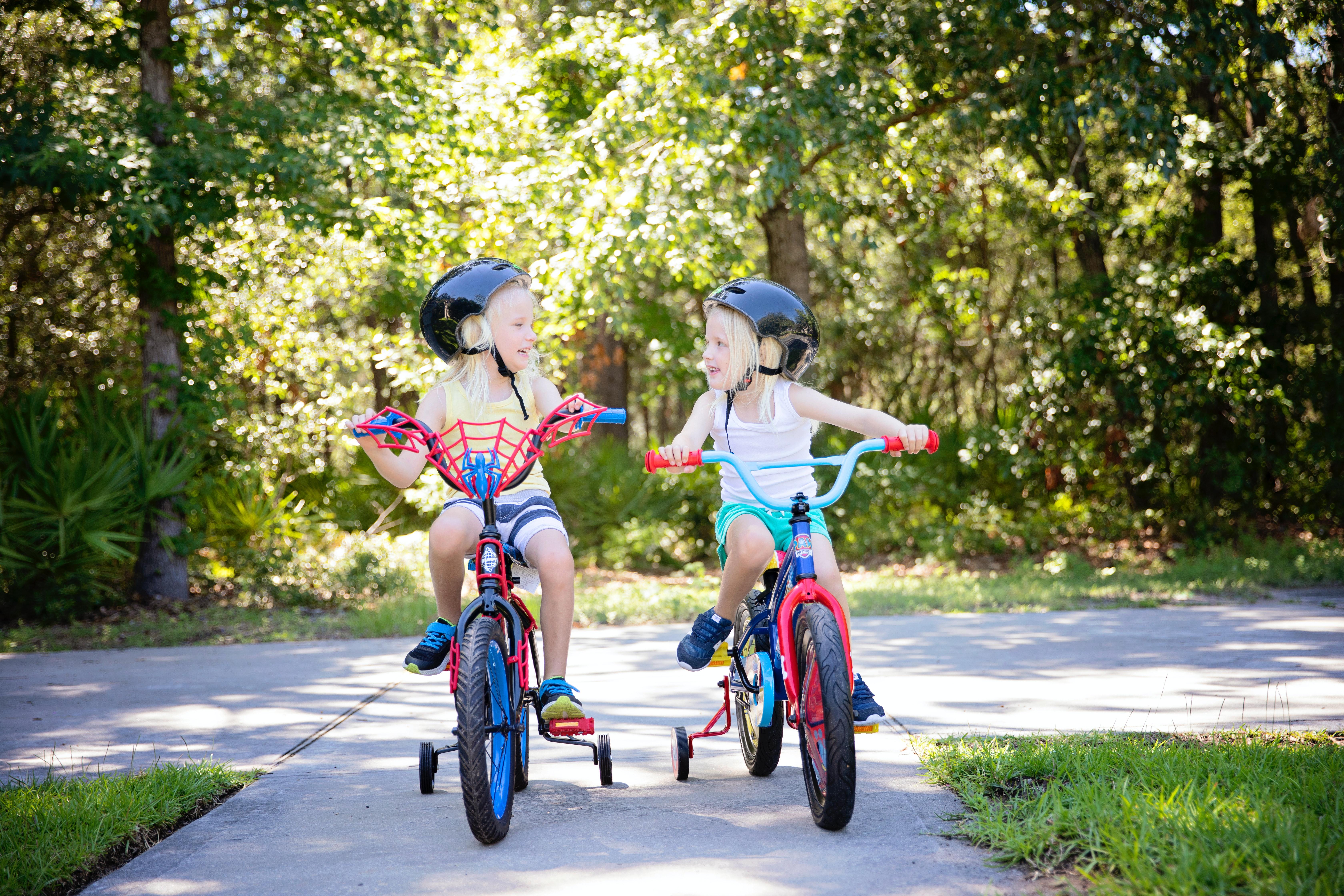 Accident în Voineasa. Să le punem copiilor cască pe cap când merg cu bicicleta!