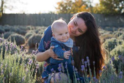 La ce putem folosi lavanda când avem copii? Ne spune mama din spatele Fleurane, producător de ulei esenţial de lavandă în Romania (P)