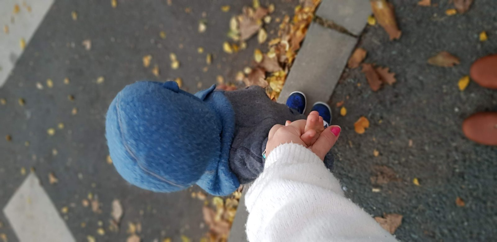 Ţine-mă de mână până când…nu o să mă mai ţii