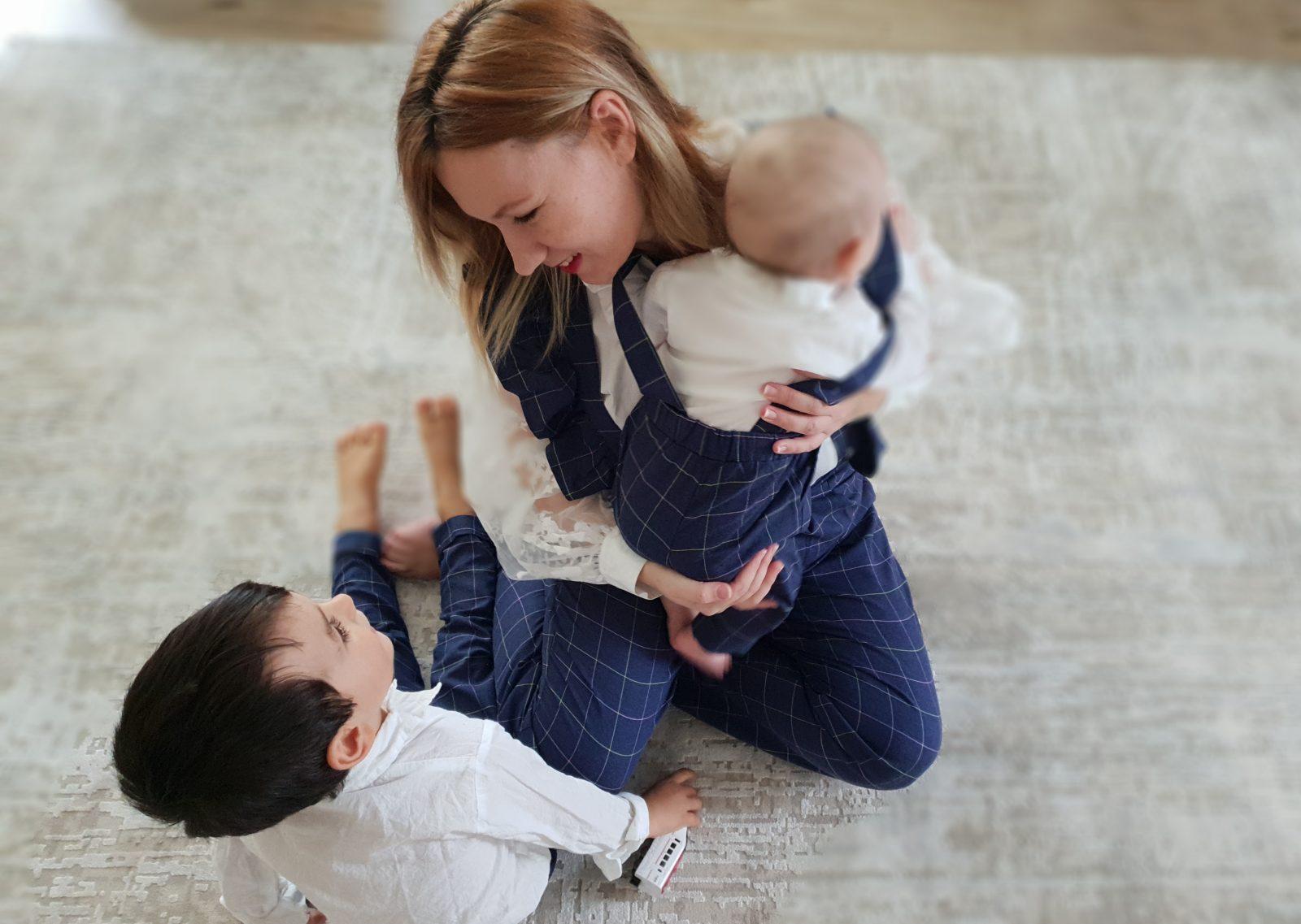 Avantajul de a avea al doilea copil? Eşti o mamă mult mai relaxată