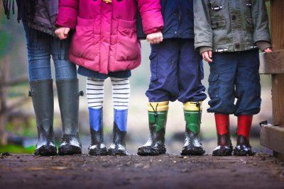 Prietenii din copilărie vor avea mereu un loc special în inimile noastre