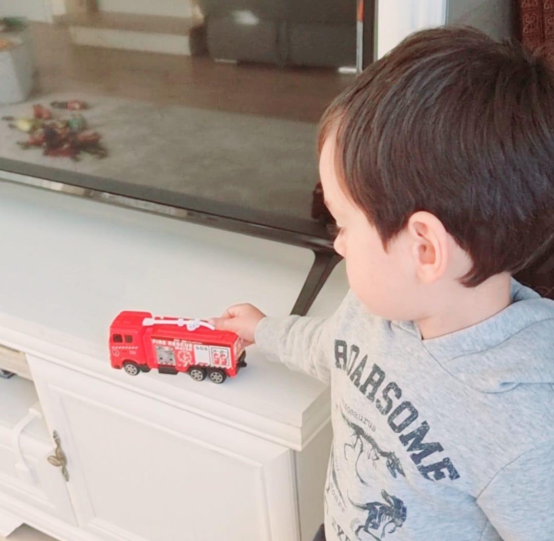 În fiecare zi, amintiţi-le copiilor cât sunt de buni şi încurajaţi-i să facă fapte bune! (Exemple de fapte bune, p)